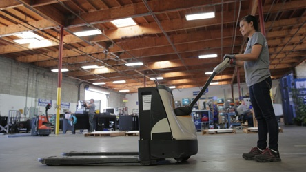Six Reasons Lithium-ion Batteries Work Better for Pallet Jacks than Traditional Power Sources